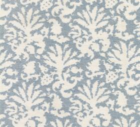 Cotton - Aylsham - White and light blue-grey coloured 100% cotton fabric covered with a large, stylised leaf-style print pattern