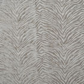 Leonardo - Latteo - Hard wearing fabric covered in textured, zigzagging silver animal stripes