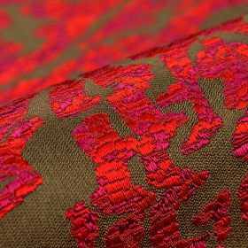 Tuvan - Bruinrood (4) - Acrylic, polyester and viscose blend fabric in dark brown-grey behind a vivid red and pink crackle glazed abstract pat