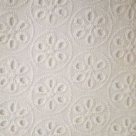 Comillas - Bianco - Simple flowers and circles embroidered in neat, closely spaced rows on off-white coloured fabric