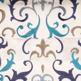 Daiquiri - Breeze - Breeze blue heraldry pattern on white fabric