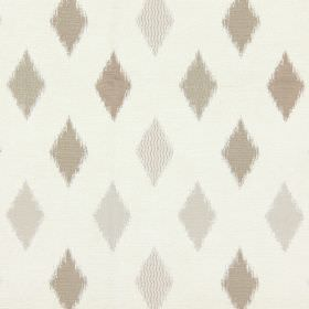 Fanfare - Pearl - Small sandy diamonds on pearl white fabric