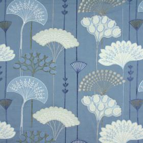 Soprano - Porcelain - Stylised leaves in white and grey arranged in fan shapes on light blue fabric made from cotton, linen, viscose and polyest