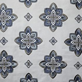 Tango - Colonial - Off-white fabric made from cotton, viscose and polyester, with a stylised floral pattern in elegant shades of blue