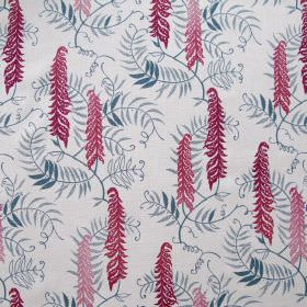 Meadows Edge - Quink - White linen fabric decorated with meadow-inspired pattern featuring various blue and pink flowers