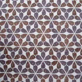 Maroc - Cinnamon - White fabric made out of linen decorated with ombre flowers in colours indigo blue and cinnamon