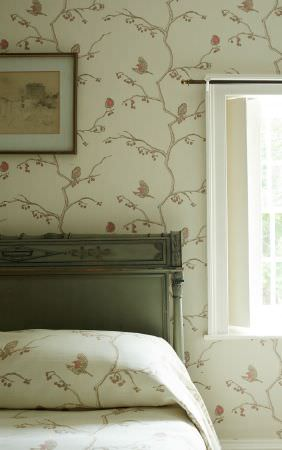 Barneby Gates -  Barneby Gates Fabric Collection - Matching wallpaper and bed sheets in colour beige decorated with a chic pattern of birds on branches