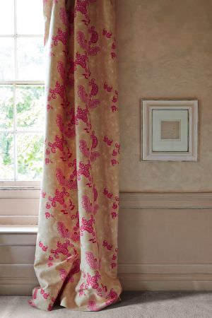 Barneby Gates -  Barneby Gates Fabric Collection - Beige curtain decorated with a vibrant floral pattern in colour fuchsia from the Barneby Gates Fabric Collection
