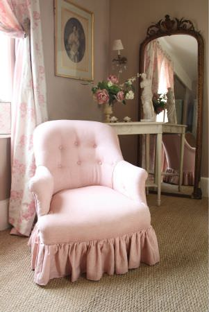 Kate Forman -  Kate Forman Fabric Collection - Classic style armchair with light pink upholstery and a white curtain with pink flower impressions