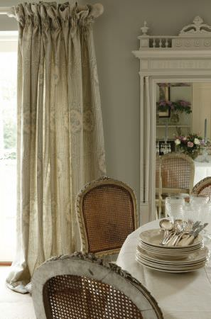 Kate Forman -  Kate Forman Fabric Collection - Classic pinched curtain with a light green and white striped design and wreaths