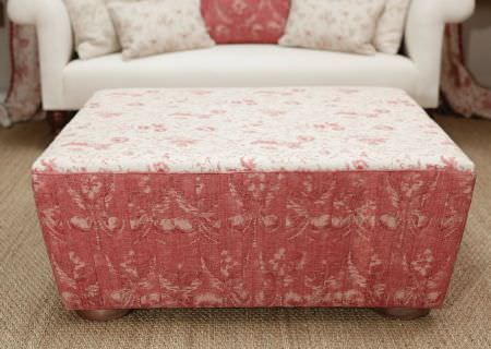 Kate Forman -  Kate Forman Fabric Collection - Footstool made of white fabric with small red flowers and red fabric with classic floral pattern