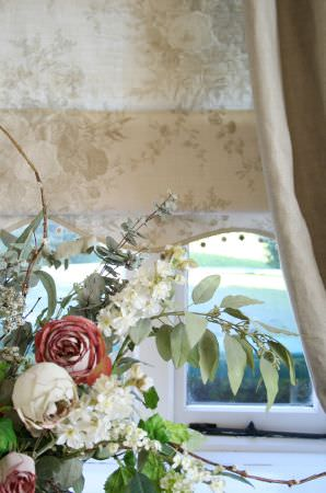 Kate Forman -  Kate Forman Fabric Collection - White Roman blind made of light fabric impressed with detailed flower images